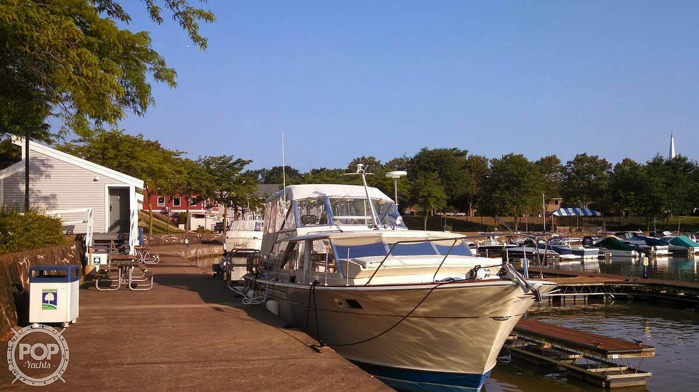 1971 Chris Craft boat for sale, model of the boat is Commander & Image # 2 of 18