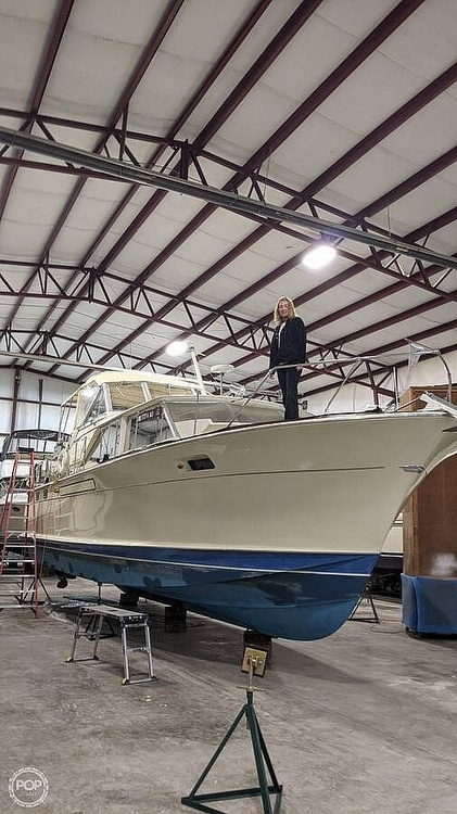 1971 Chris Craft boat for sale, model of the boat is Commander & Image # 4 of 18