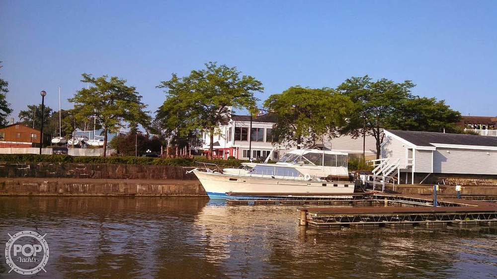 1971 Chris Craft boat for sale, model of the boat is Commander & Image # 9 of 18