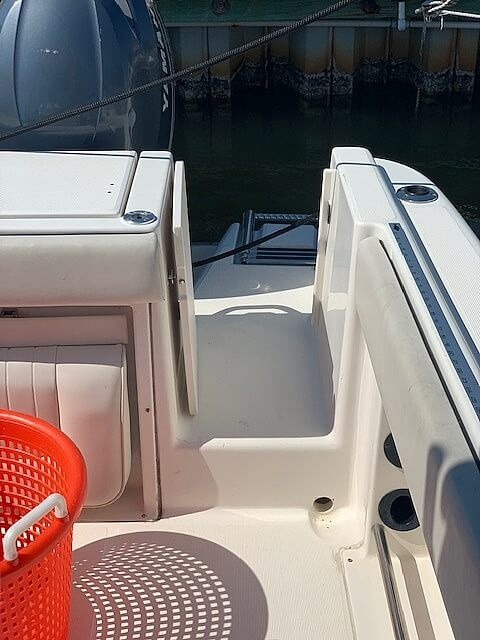 2006 Robalo boat for sale, model of the boat is R260 & Image # 31 of 36