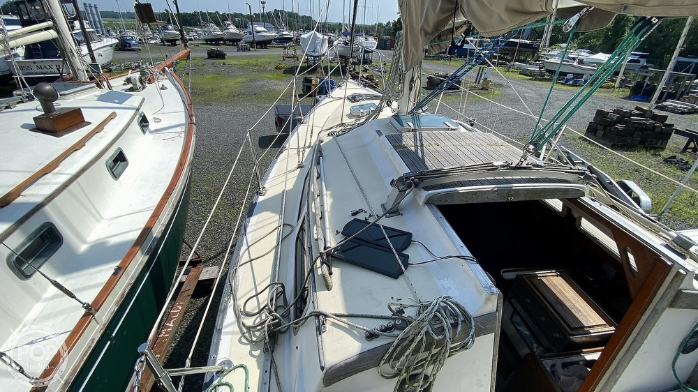 1987 Capital Yachts boat for sale, model of the boat is Newport 28 & Image # 26 of 40