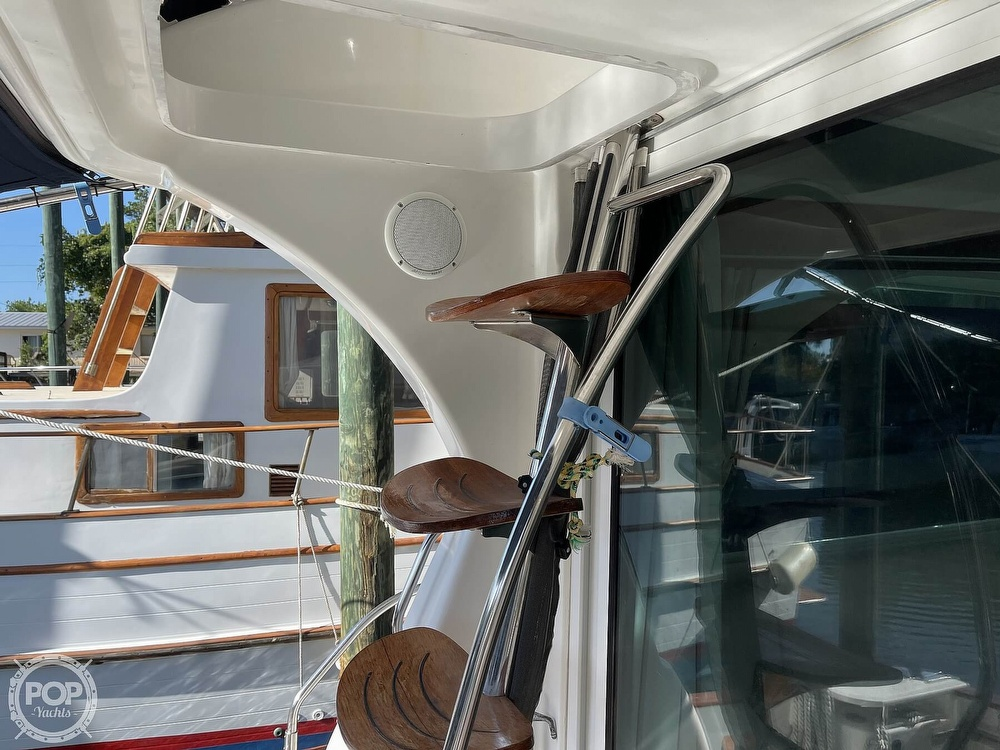 2005 Beneteau boat for sale, model of the boat is Antares 9.8 & Image # 27 of 40