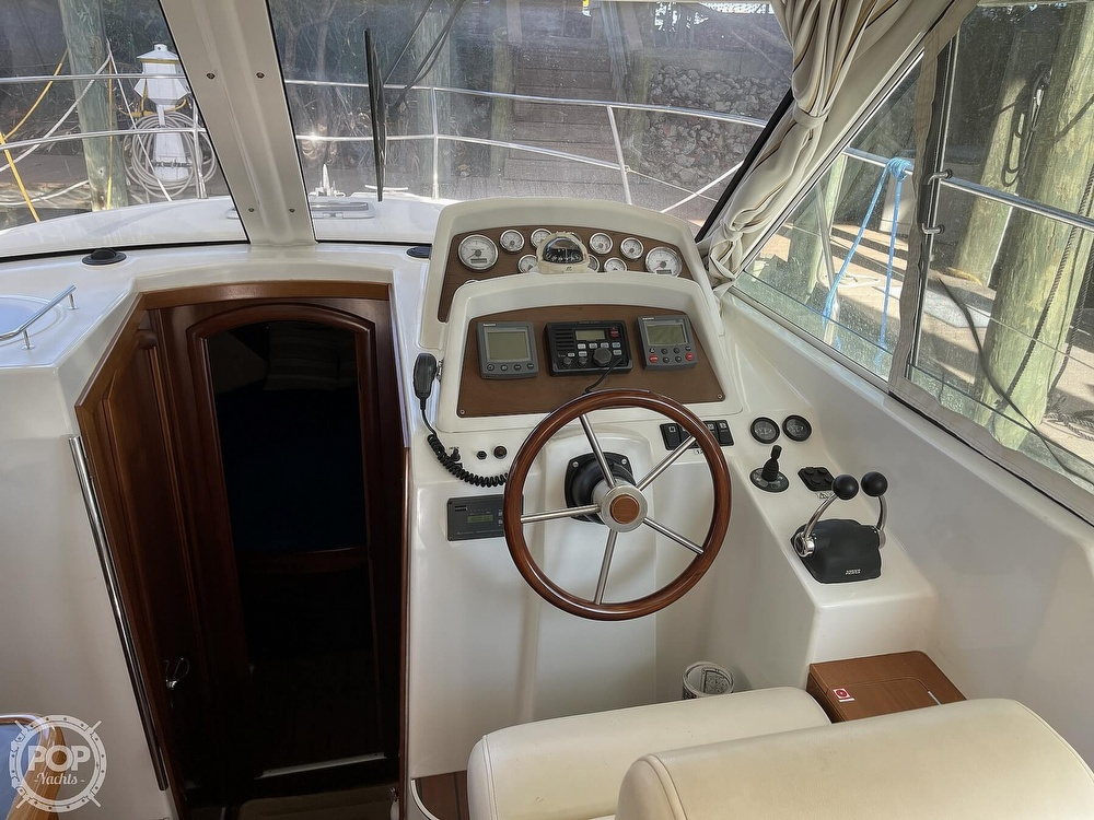 2005 Beneteau boat for sale, model of the boat is Antares 9.8 & Image # 32 of 40