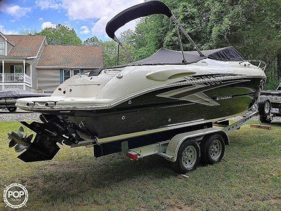 2020 Stingray boat for sale, model of the boat is 250CR & Image # 7 of 40