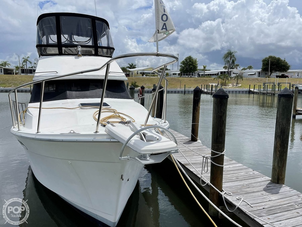 1989 Bayliner boat for sale, model of the boat is 3288 Motoryacht & Image # 4 of 40