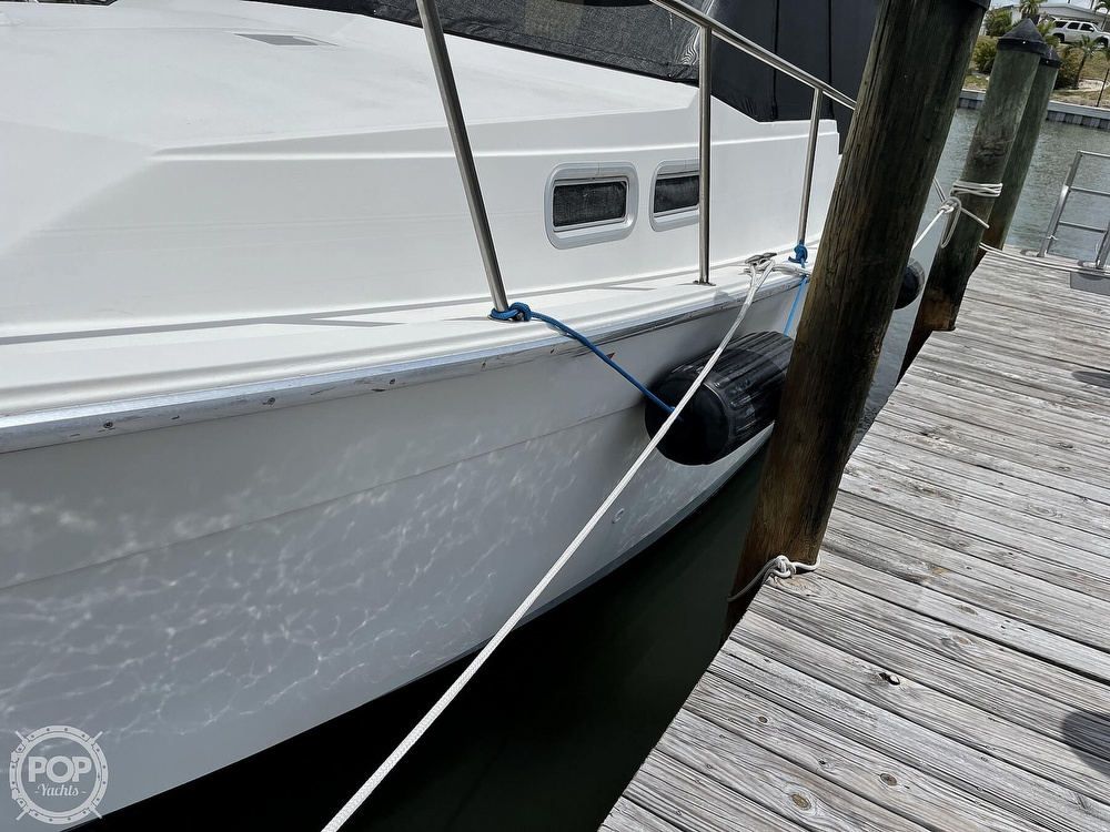 1989 Bayliner boat for sale, model of the boat is 3288 Motoryacht & Image # 8 of 40