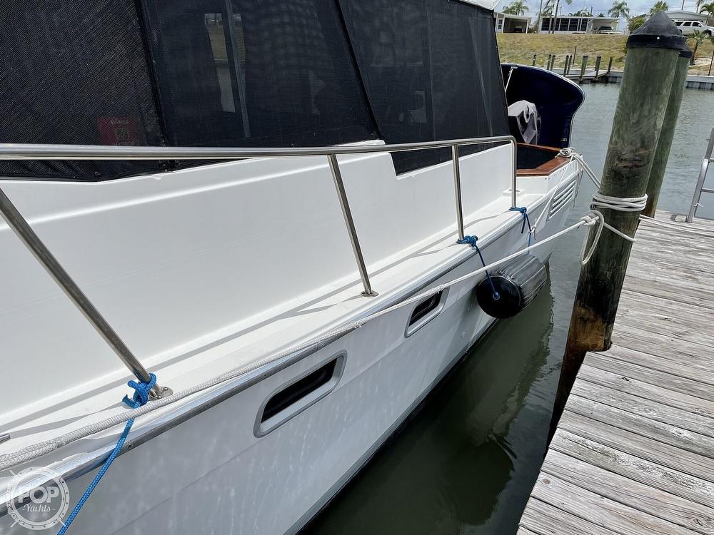1989 Bayliner boat for sale, model of the boat is 3288 Motoryacht & Image # 13 of 40