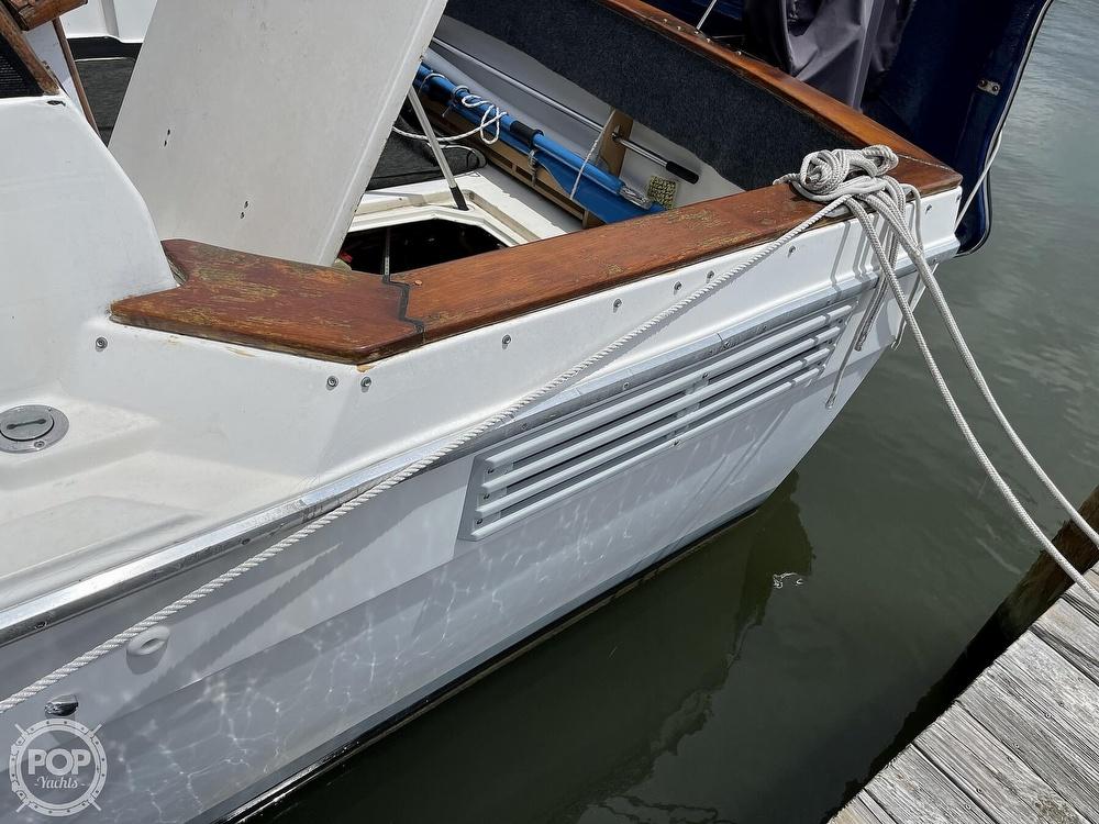 1989 Bayliner boat for sale, model of the boat is 3288 Motoryacht & Image # 15 of 40