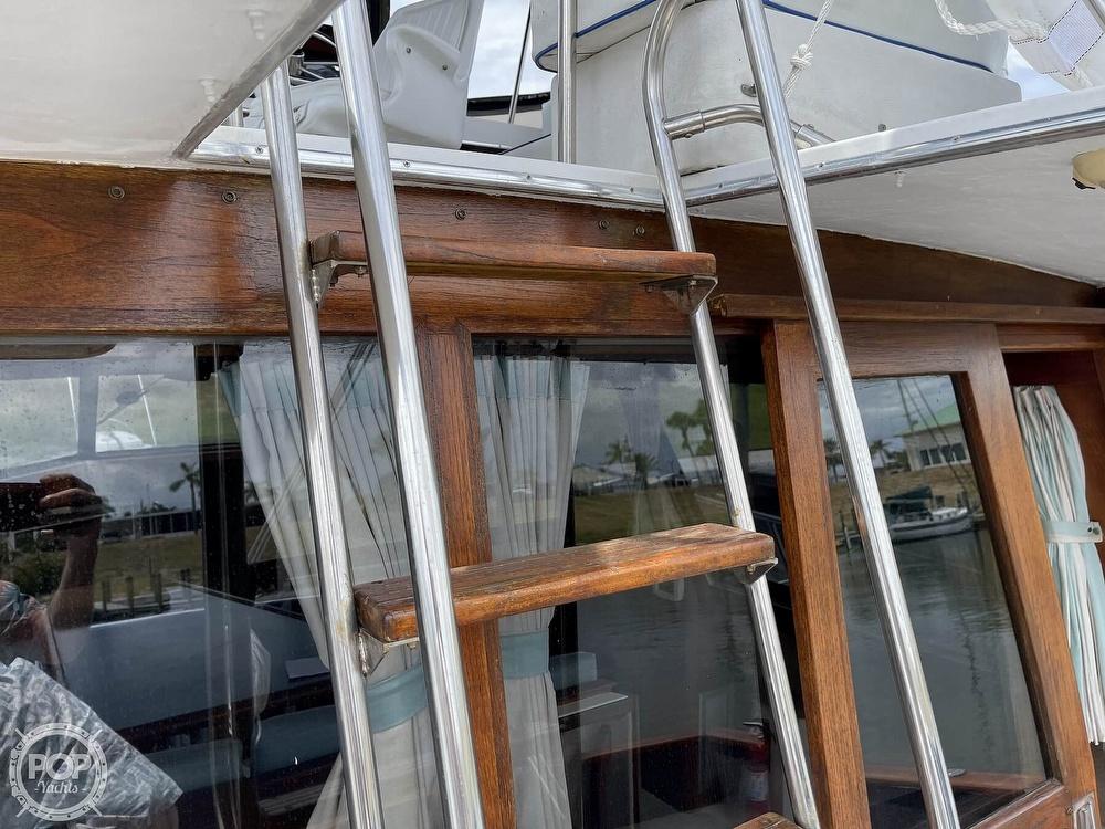 1989 Bayliner boat for sale, model of the boat is 3288 Motoryacht & Image # 26 of 40