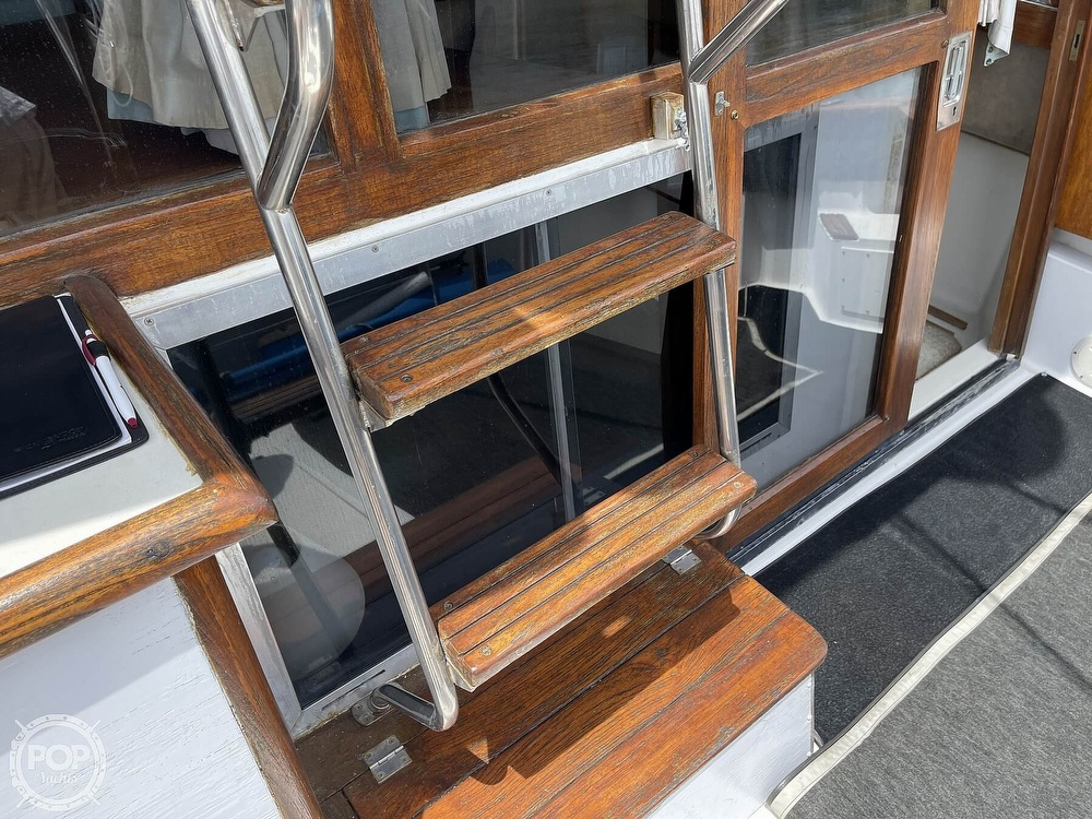 1989 Bayliner boat for sale, model of the boat is 3288 Motoryacht & Image # 27 of 40