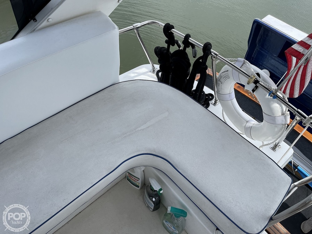 1989 Bayliner boat for sale, model of the boat is 3288 Motoryacht & Image # 38 of 40