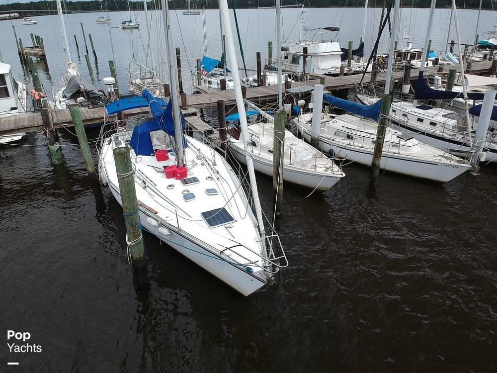 1985 Hunter boat for sale, model of the boat is 40 Legend & Image # 14 of 40