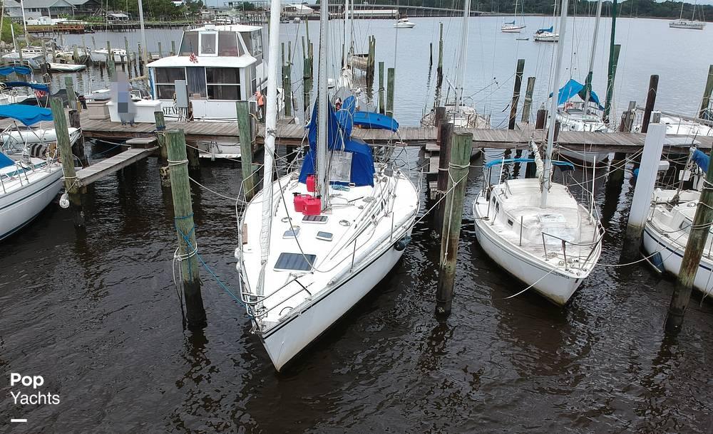 1985 Hunter boat for sale, model of the boat is 40 Legend & Image # 15 of 40