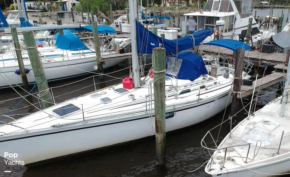 1985 Hunter boat for sale, model of the boat is 40 Legend & Image # 17 of 40