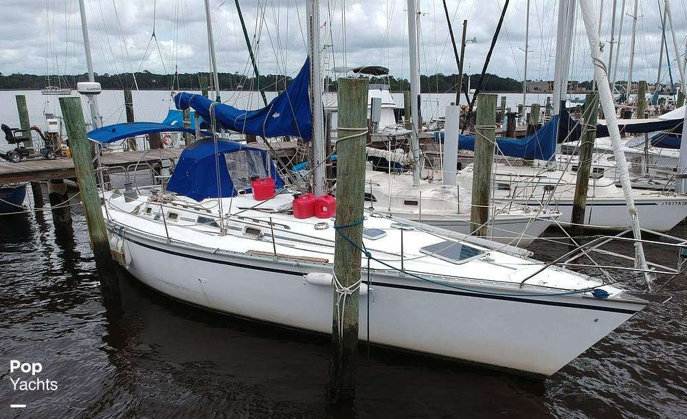 1985 Hunter boat for sale, model of the boat is 40 Legend & Image # 22 of 40