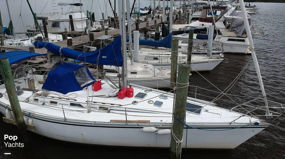 1985 Hunter boat for sale, model of the boat is 40 Legend & Image # 24 of 40