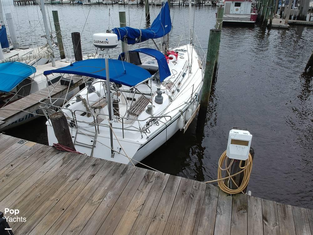 1985 Hunter boat for sale, model of the boat is 40 Legend & Image # 28 of 40