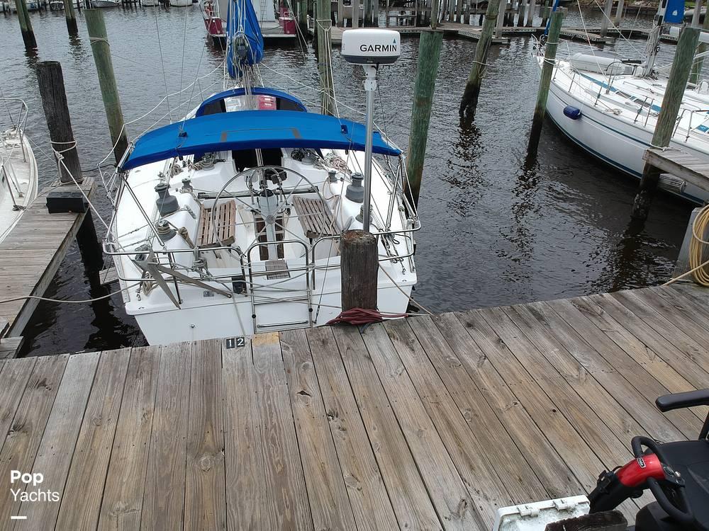 1985 Hunter boat for sale, model of the boat is 40 Legend & Image # 29 of 40