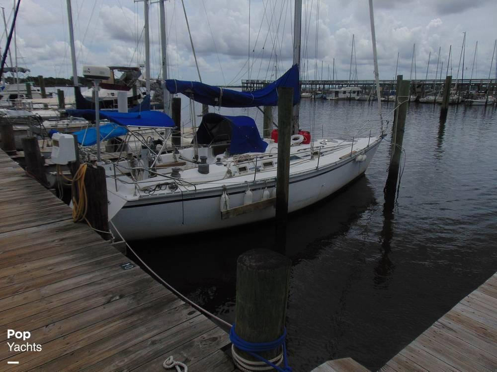 1985 Hunter boat for sale, model of the boat is 40 Legend & Image # 32 of 40