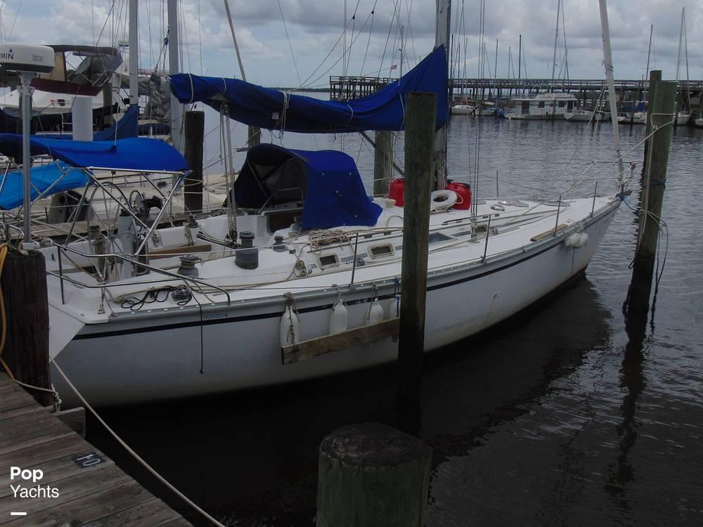 1985 Hunter boat for sale, model of the boat is 40 Legend & Image # 33 of 40