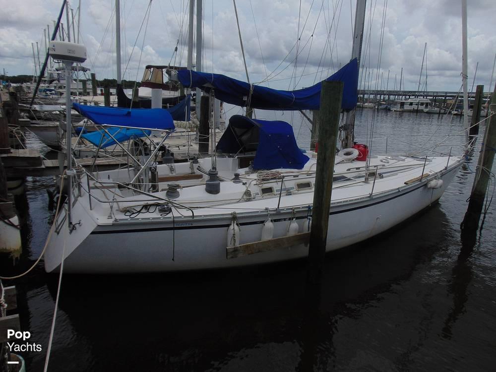 1985 Hunter boat for sale, model of the boat is 40 Legend & Image # 34 of 40