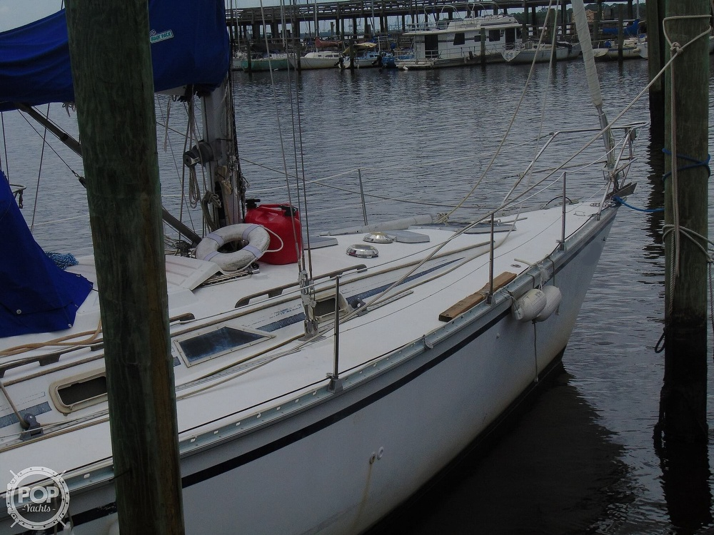 1985 Hunter boat for sale, model of the boat is 40 Legend & Image # 35 of 40