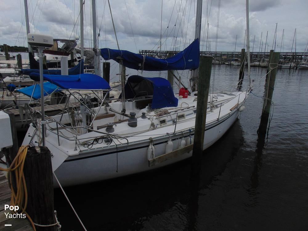 1985 Hunter boat for sale, model of the boat is 40 Legend & Image # 37 of 40