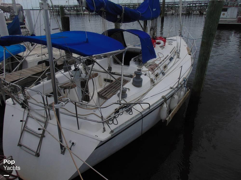 1985 Hunter boat for sale, model of the boat is 40 Legend & Image # 39 of 40