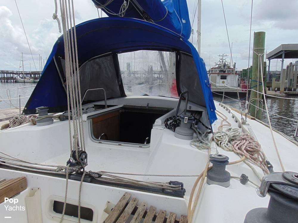 1985 Hunter boat for sale, model of the boat is 40 Legend & Image # 3 of 40