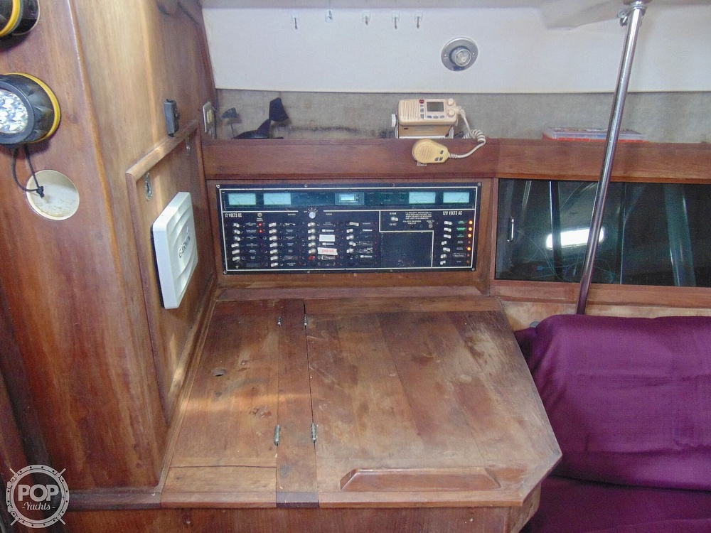 1985 Hunter boat for sale, model of the boat is 40 Legend & Image # 9 of 40
