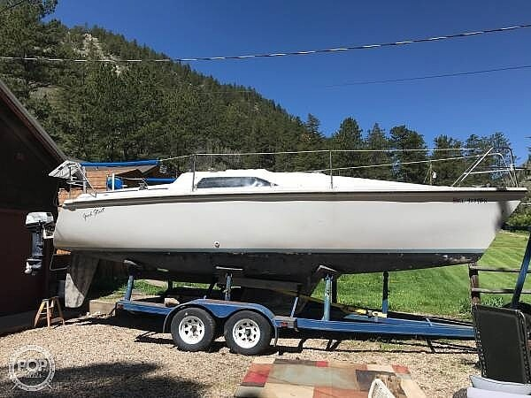 1988 Hunter boat for sale, model of the boat is 26.5 & Image # 2 of 2