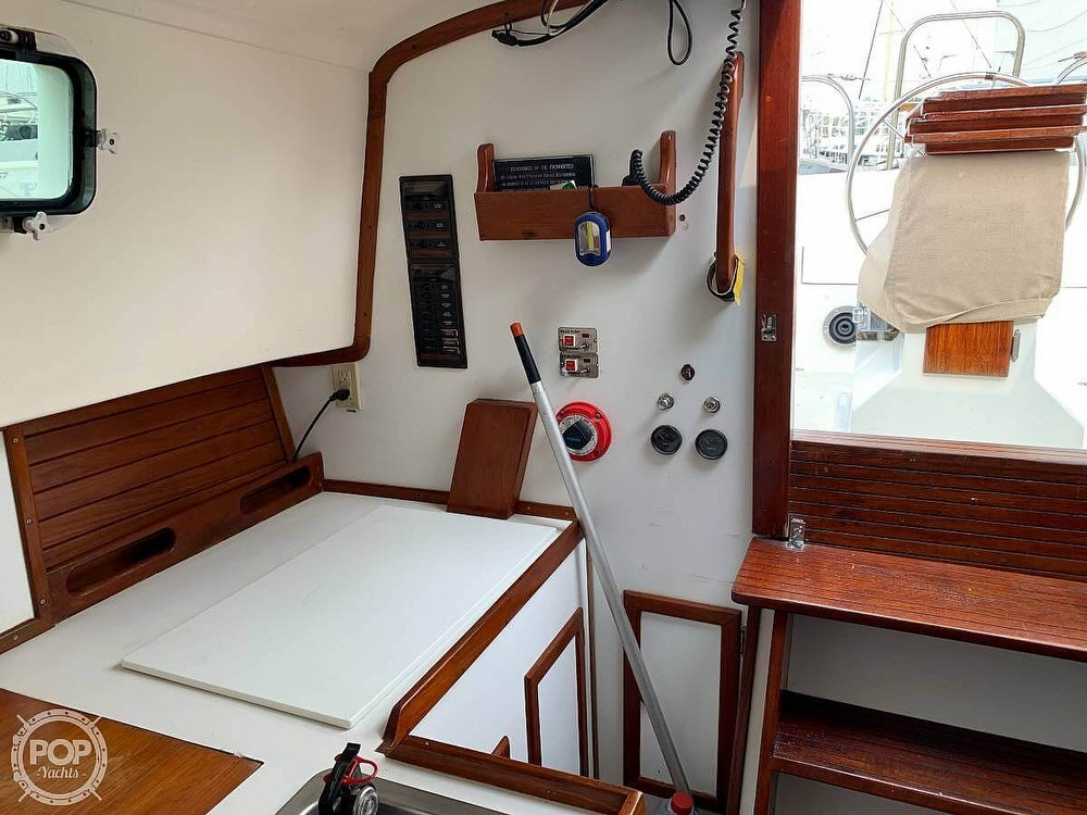 1982 Bombay Clipper boat for sale, model of the boat is 31 & Image # 13 of 24