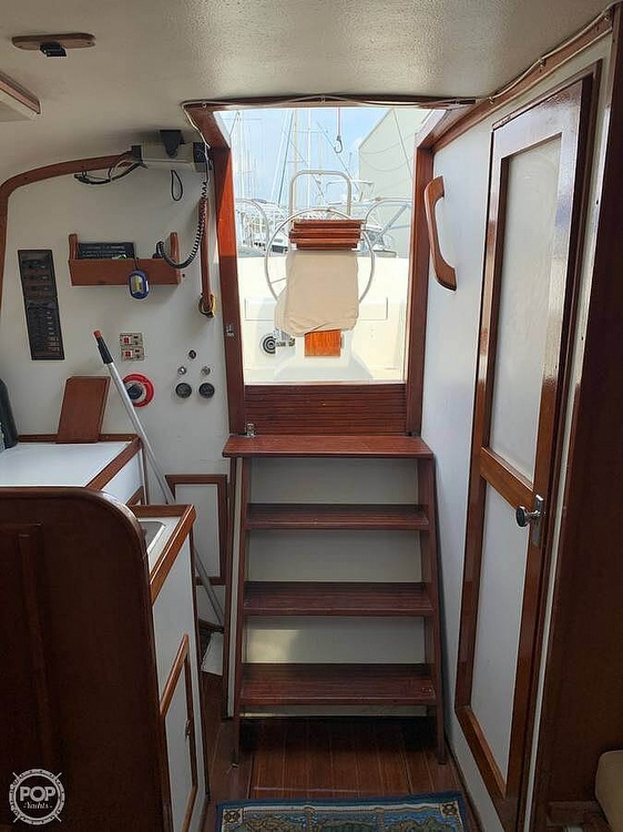 1982 Bombay Clipper boat for sale, model of the boat is 31 & Image # 16 of 24