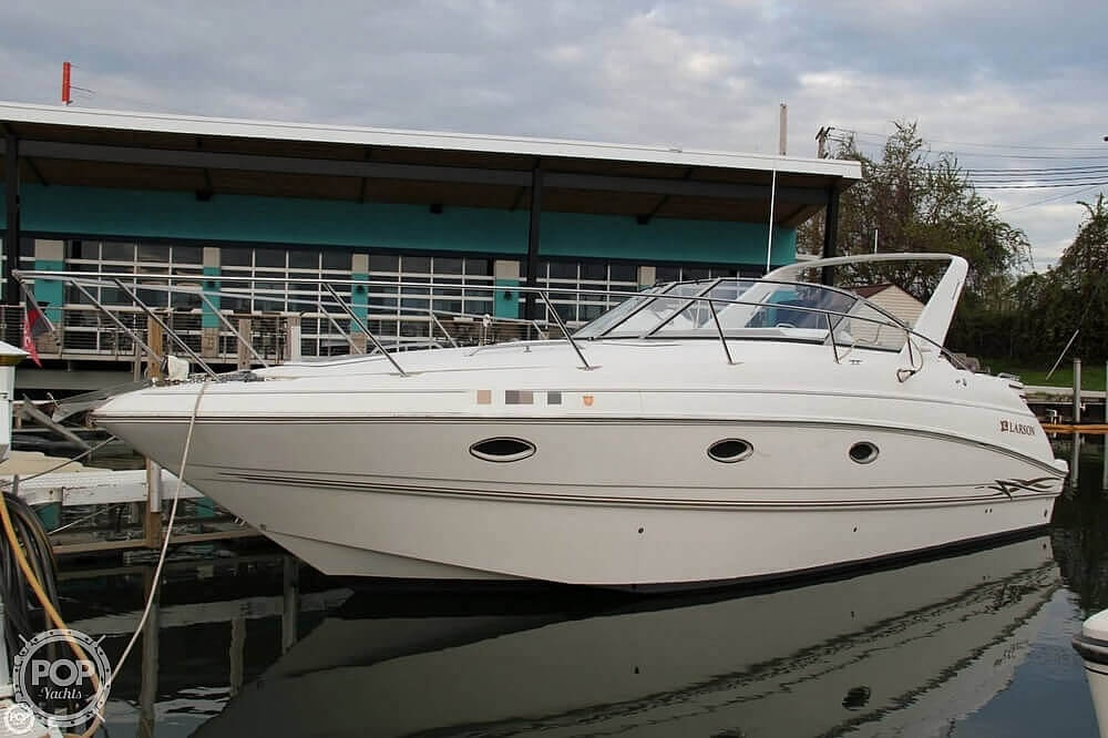 2000 Larson boat for sale, model of the boat is Cabrio 330 & Image # 2 of 40