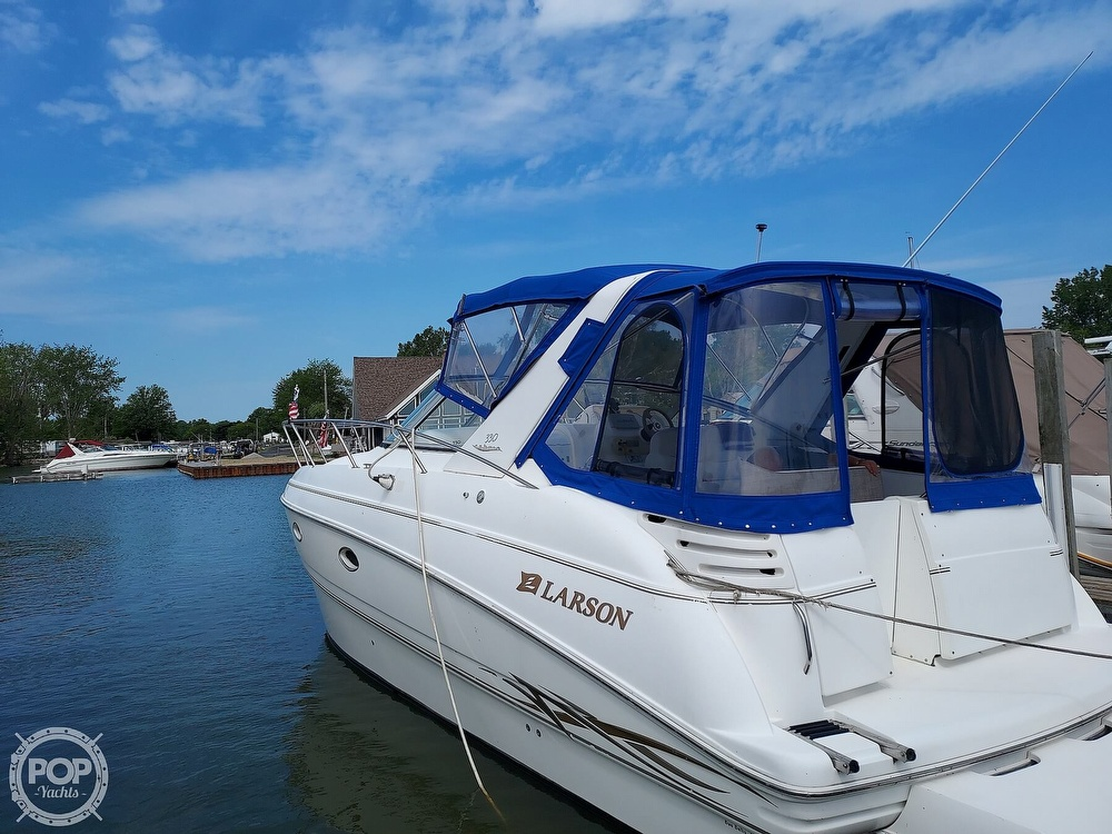 2000 Larson boat for sale, model of the boat is Cabrio 330 & Image # 6 of 40