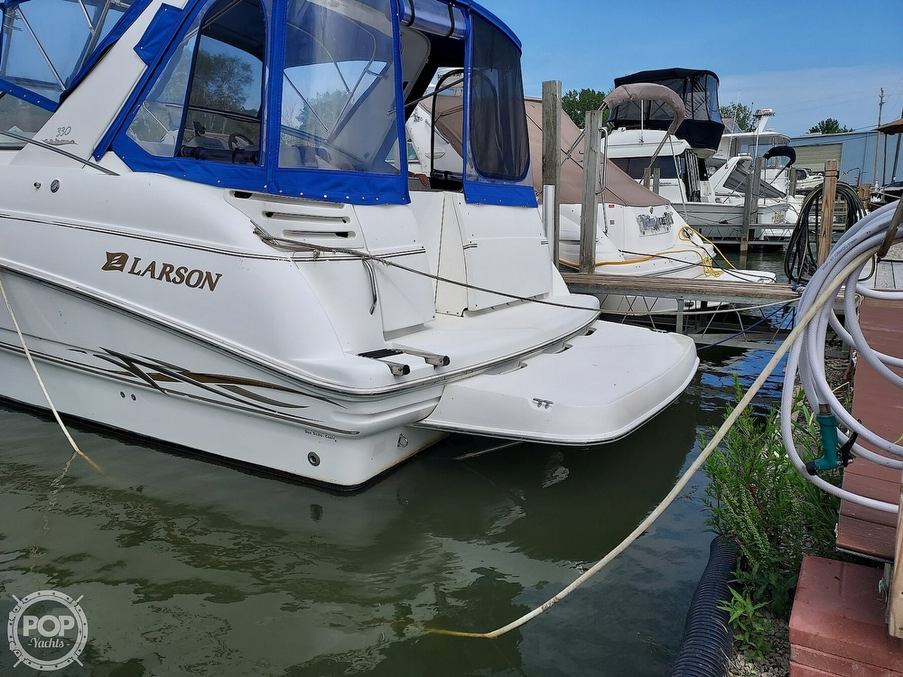 2000 Larson boat for sale, model of the boat is Cabrio 330 & Image # 8 of 40