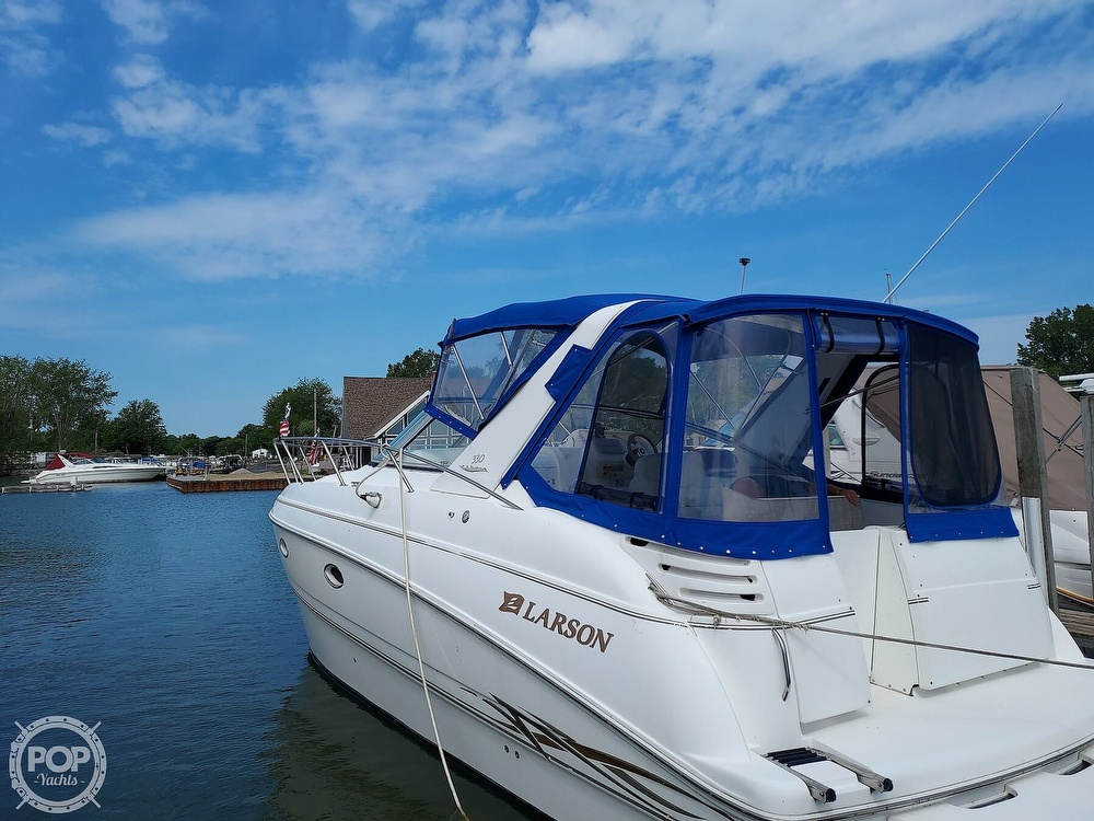 2000 Larson boat for sale, model of the boat is Cabrio 330 & Image # 9 of 40