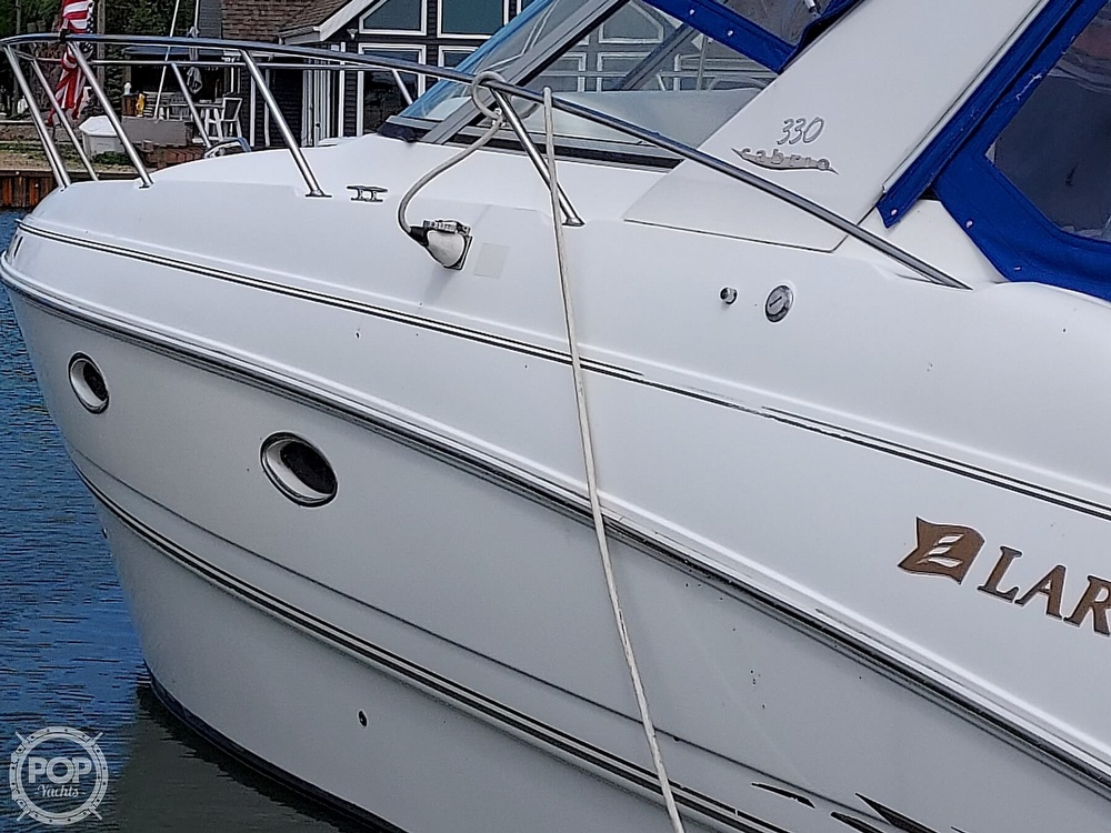 2000 Larson boat for sale, model of the boat is Cabrio 330 & Image # 12 of 40