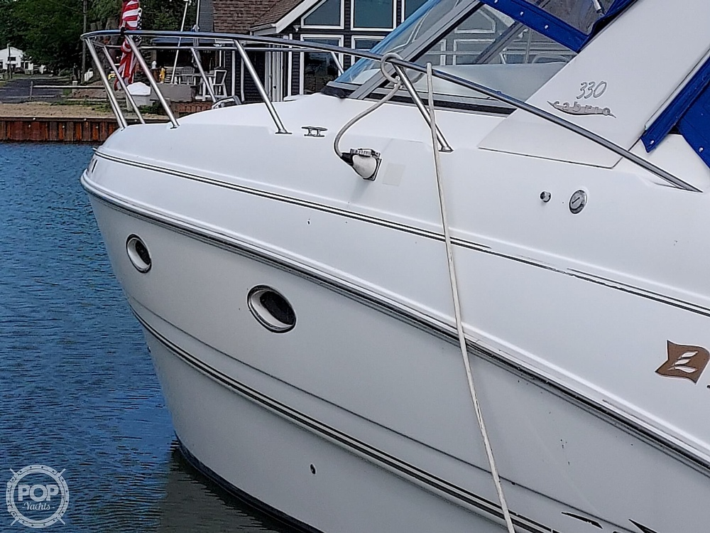 2000 Larson boat for sale, model of the boat is Cabrio 330 & Image # 13 of 40