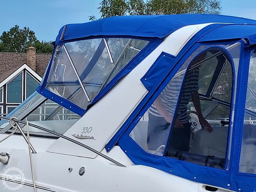 2000 Larson boat for sale, model of the boat is Cabrio 330 & Image # 18 of 40