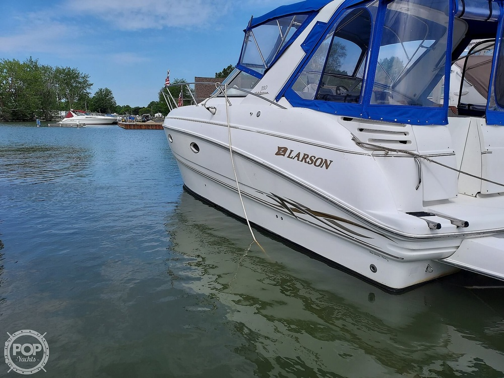2000 Larson boat for sale, model of the boat is Cabrio 330 & Image # 19 of 40