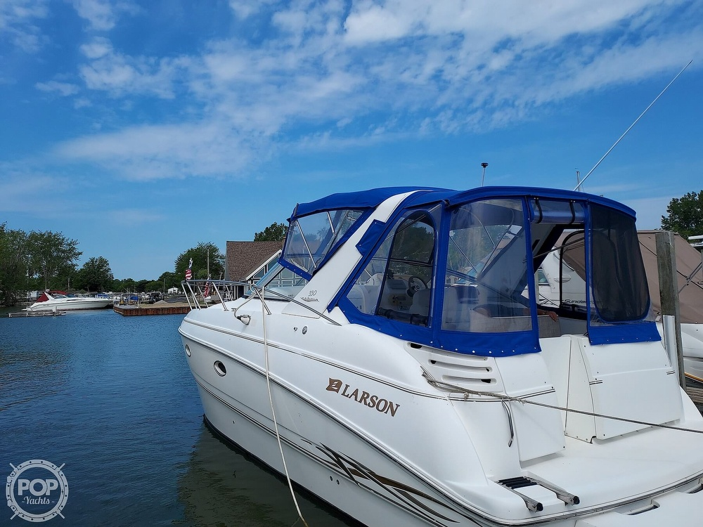 2000 Larson boat for sale, model of the boat is Cabrio 330 & Image # 20 of 40
