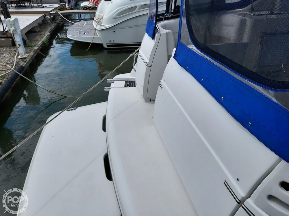 2000 Larson boat for sale, model of the boat is Cabrio 330 & Image # 22 of 40