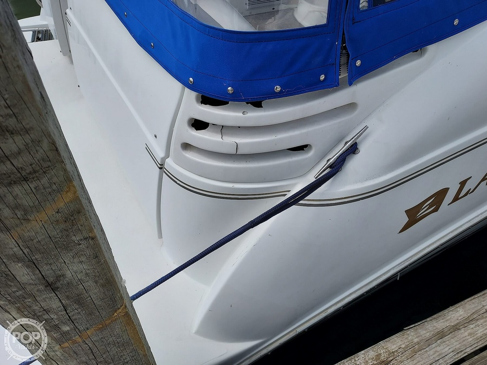2000 Larson boat for sale, model of the boat is Cabrio 330 & Image # 34 of 40