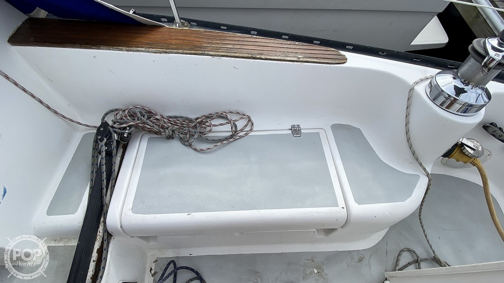 1982 Hunter boat for sale, model of the boat is 33 & Image # 18 of 40