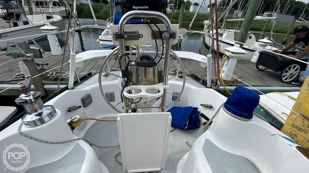 1982 Hunter boat for sale, model of the boat is 33 & Image # 9 of 40