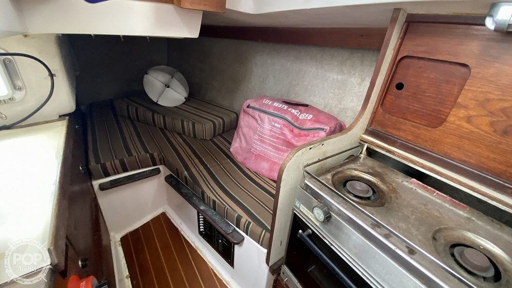 1982 Hunter boat for sale, model of the boat is 33 & Image # 25 of 40