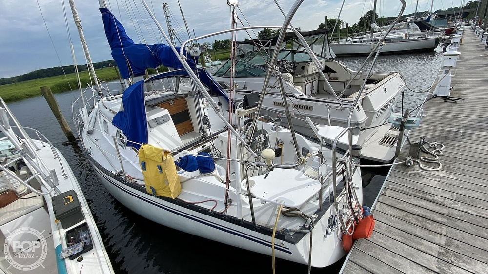 1982 Hunter boat for sale, model of the boat is 33 & Image # 2 of 40