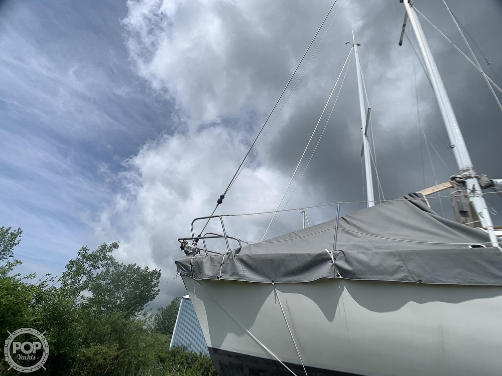 1980 Hunter boat for sale, model of the boat is 30 & Image # 9 of 40