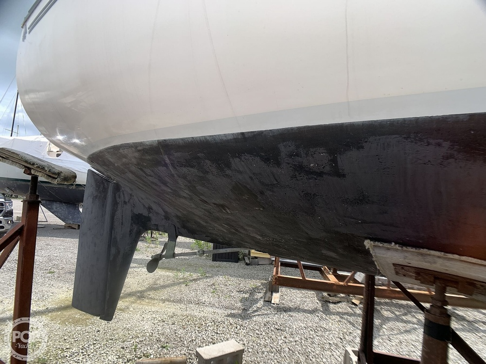 1980 Hunter boat for sale, model of the boat is 30 & Image # 18 of 40